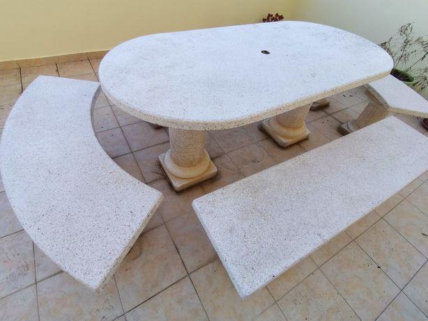 Mesa de granito (Jardim ou Terraço)