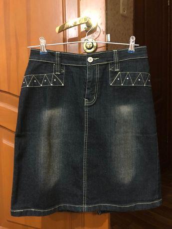 Женская чёрная джинсовая юбка