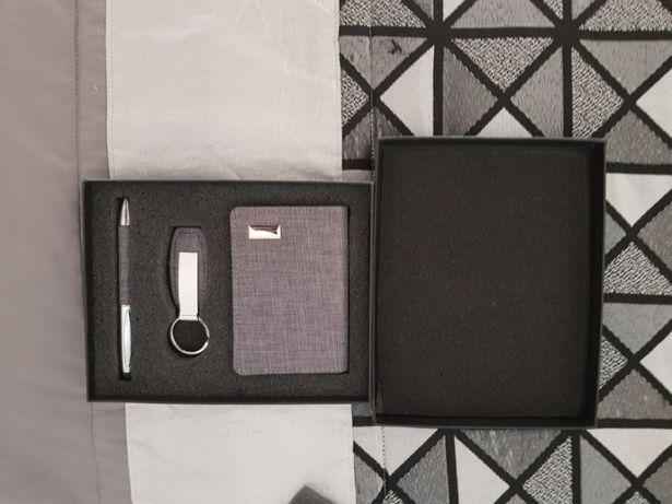 Conjunto Luxo: caneta, carteira e porta chaves