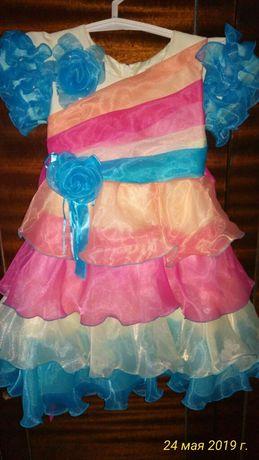 Красивое праздничное платье на 2-3 года
