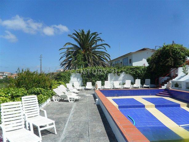 Estalagem com 12 quartos na Lourinha, com piscina, jardins e espaços l