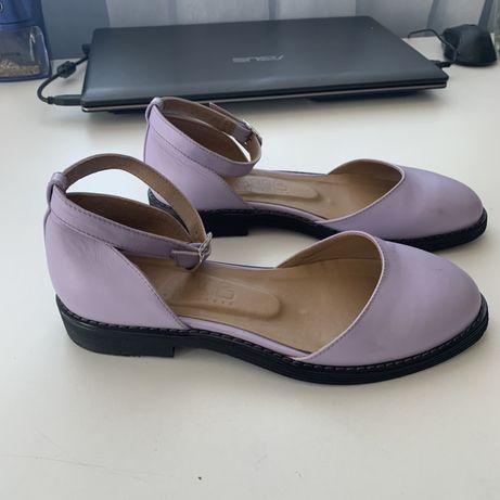 Туфли на низком каблуке 34 размер( Ручная работа)