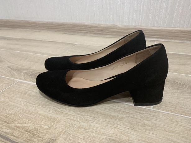 Срочно продам замшевые туфли TUTO VZUTO в состоянии новых