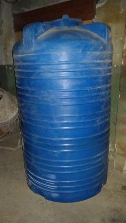 Продам пищевую пластиковую емкость 2 тонны .