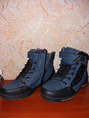 Ботинки зимние, на мальчика, теплые, размер 39. В  хорошем состоянии..