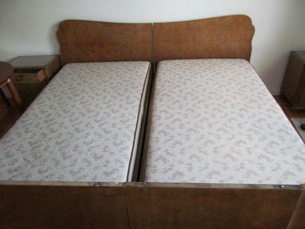 sypialnia łóżko małżeńskie podwójne antyk na sprężynowym stelażu