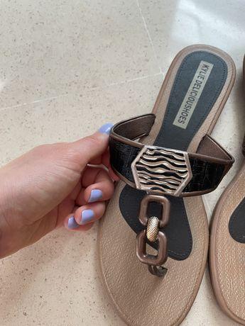 Sandálias de verão douradas
