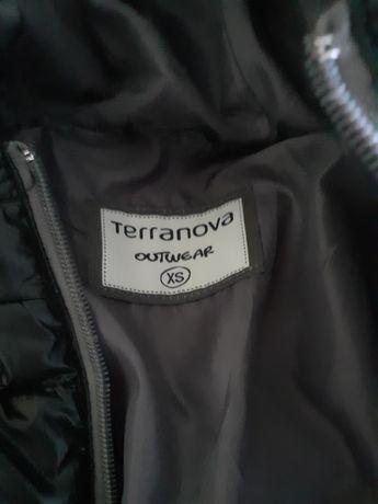 Курточка надівчину