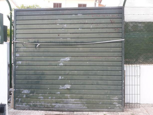 Portão de ferro de garagem