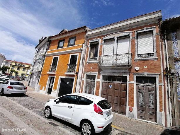 Moradia, para restauro, em pleno centro histórico   Vila ...