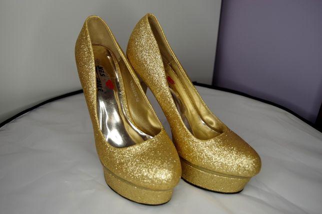 Złote brokatowe szpilki