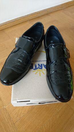 Кожанные лаковые туфли Bartek 37 р.