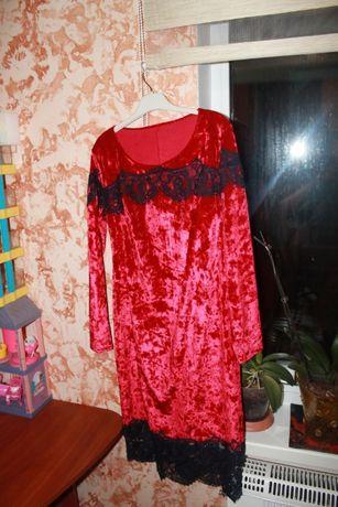 Нарядное яркое платье с кружевом 44-46