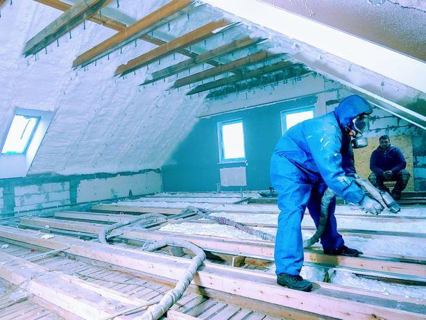 Ocieplanie dachu poddasza pianą piana pianką pur izolacja termiczna