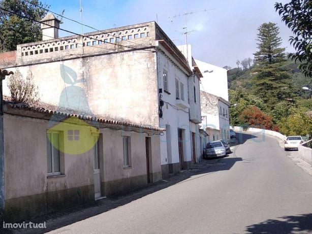 Casa Térrea no Centro da Vila de Monchique House in the ...