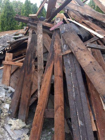 Deski po rozbiórce domu