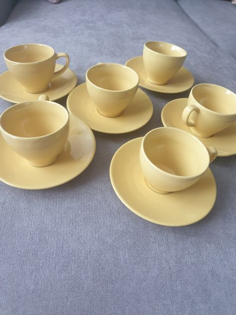 Zestaw filizanek z talerzykami