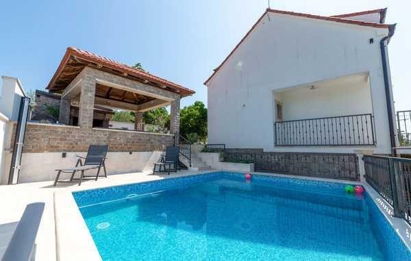 Chorwacja, lato 2022, dom dla 12 osób z basenem