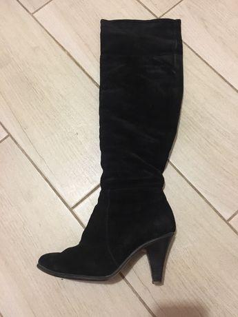 Замшевые зимние сапоги на небольшом каблуке