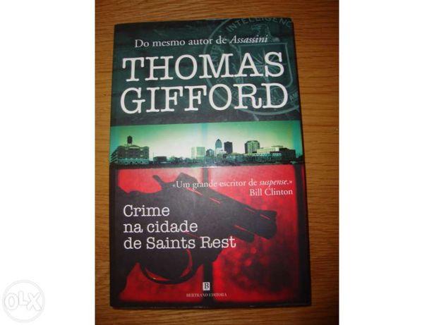 """Vendo livro """"Um crime na cidade de Saints Rest"""""""