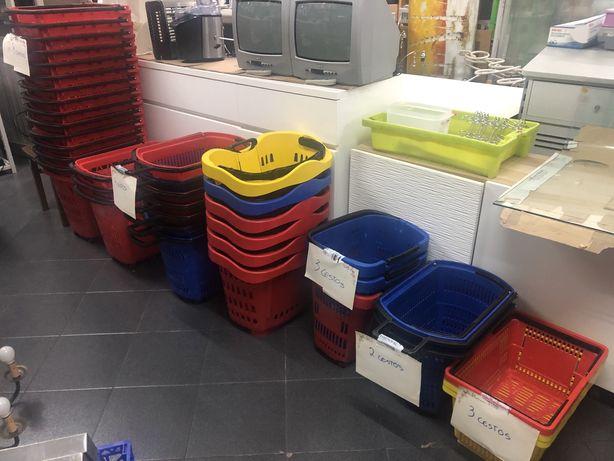 Cestos de supermercado em plástico