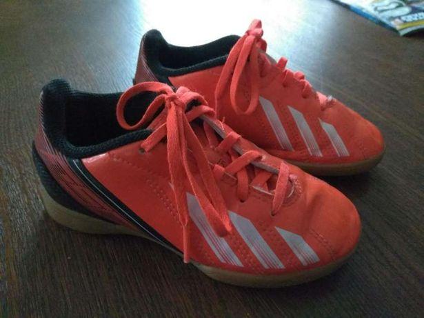 Halówki Adidas rozmiar 28 wkładka 17,5 cm, jasna niebrudząca podeszwa