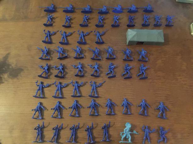 Lote de 50 mini bonecos militares monocromáticos
