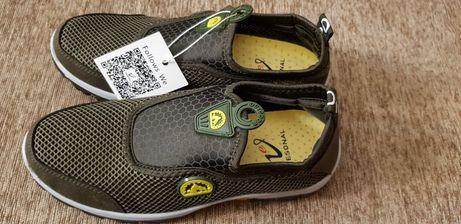 Продам кроссовки новые 39-40 размер