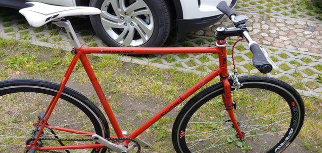 Rower szosowy, ostre koło, fix