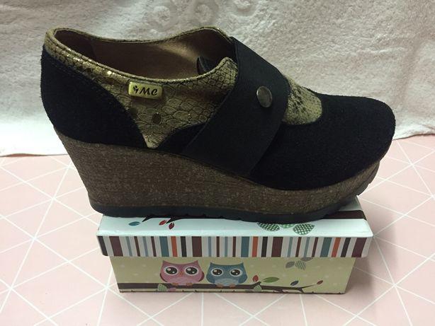 Sapatos compensados - Preto e dourado/ Artigo português