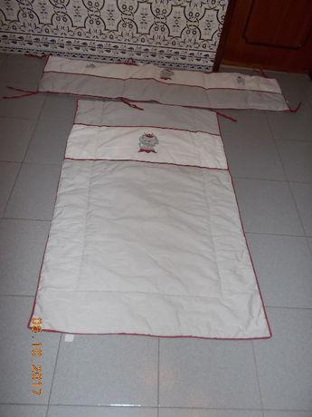 Edredom e protecção para cama de grades