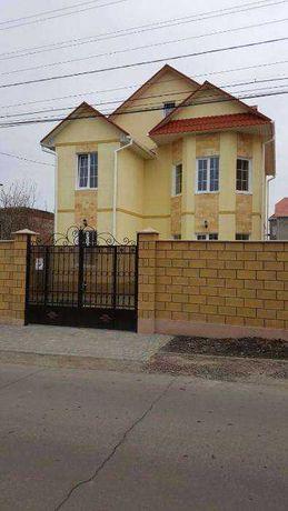 Двухэтажный дом на 5 сотках земли в Золотой Горке.2В1