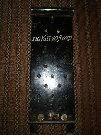 Stary zabytkowy pięć piecyk elektryczny grzejnik