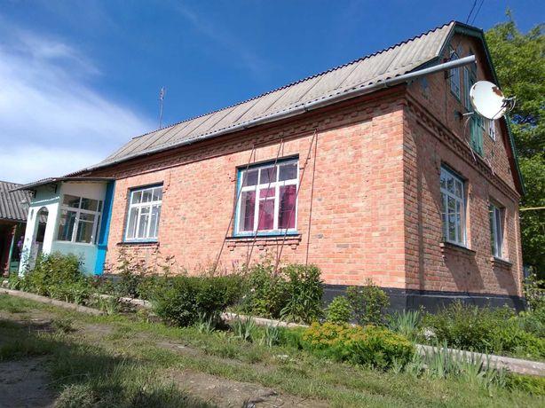 Продаж будинку в селі