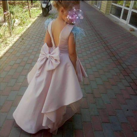 Продам красивенное платье для девочки