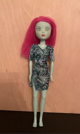 Lalka barbie z różowymi włosami