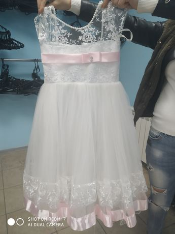 Плаття біле на дівчинку 5-7 років
