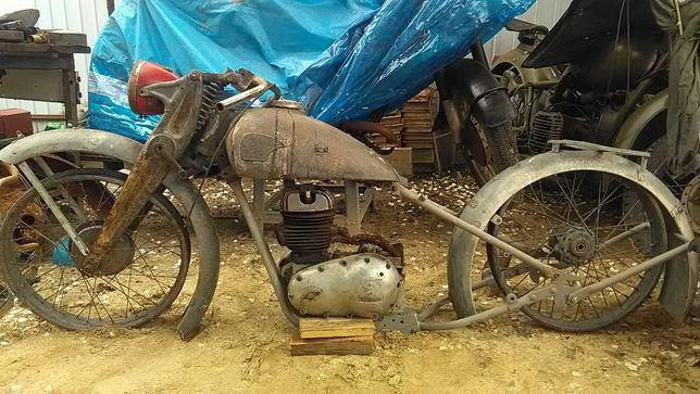 Triumph. МВ-750 с ведущей коляской.