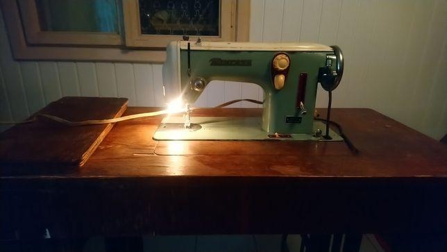 Швейна машинка Minerva