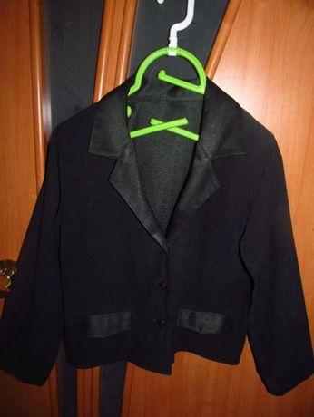 Школьная форма для девочки 7- 8 лет: пиджак и юбка. Зеленый бархат!