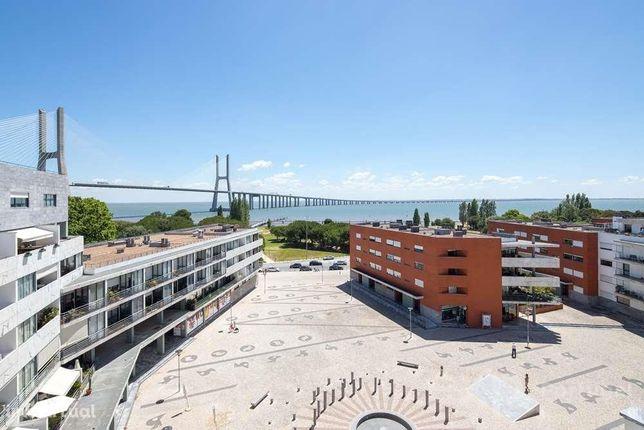 T4 Duplex Penthouse Vista para o Rio Tejo localizado no Parque das ...