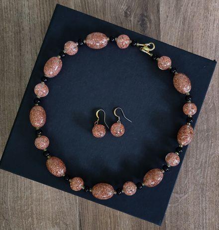 Комплект из ожерелья и серёжек муранского стекла.