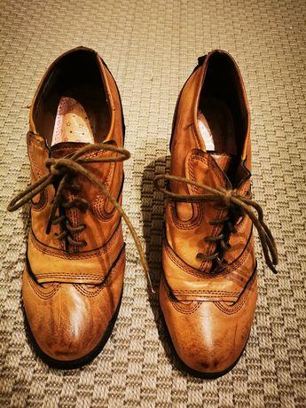 Sapato Cor castanho