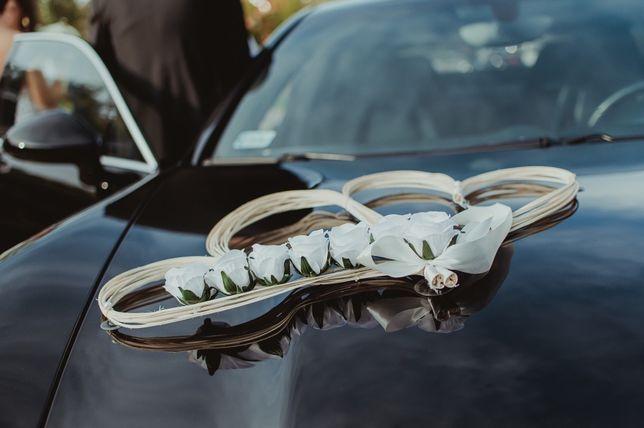 Dekoracja auta ślub rattan serca