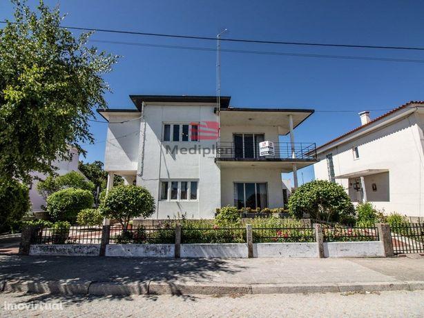 Moradia V5 C/ 2 Apartamentos T2 Em Anexo