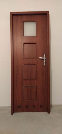 Sprzedam drzwi łazienkowe 70 cm, prawe