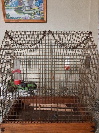 Клетка для попугаев, канареек и других пернатых.
