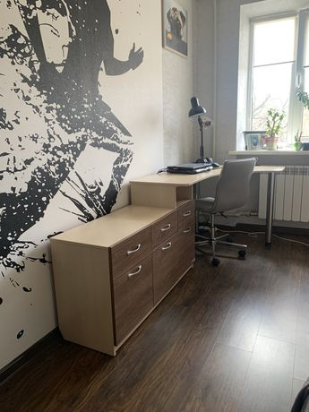 Продам письменный стол с тумбой