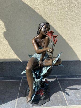 Estátua de bronze menina com flores-ÚNICA