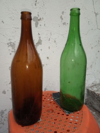 Garrafas de 1 litro 5 estrelas, verdes e castanhas.